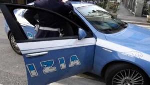 polizotto con auto