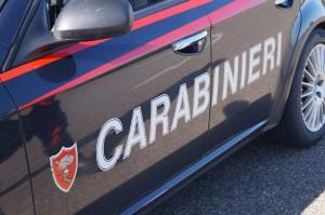 auto e scritta carabinieri