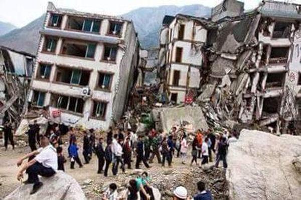 Case Di Pietra Terremoto : Terremoto forte scossa crolla parte del campanile di