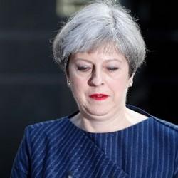 Theresa May vuole elezioni subito_8 giugno_pensando di vincerle