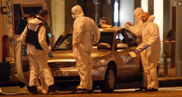 nuovo attacco a parigi con tre poliziotit morti