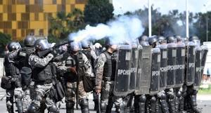 disordini in brasile contro il presidente usurpatore temer