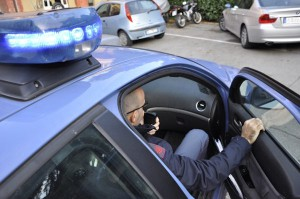 poliziotti su volante