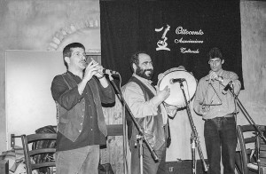 Associazione Iscandula_ I musicisti di Bell'arrosa 1997 da sin. Orlando Mascia, Paolo Zicca e Bruno Camedda