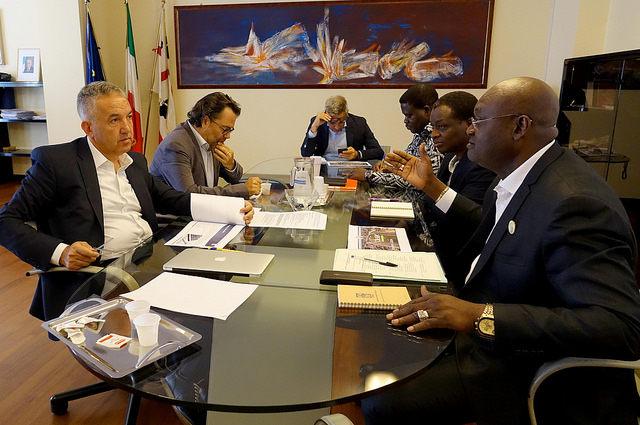 assessore spanu con rappresentati del paese africano benin