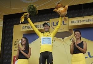 il clista sardo fabio aru conquiesta la maglia gialla al tour de france