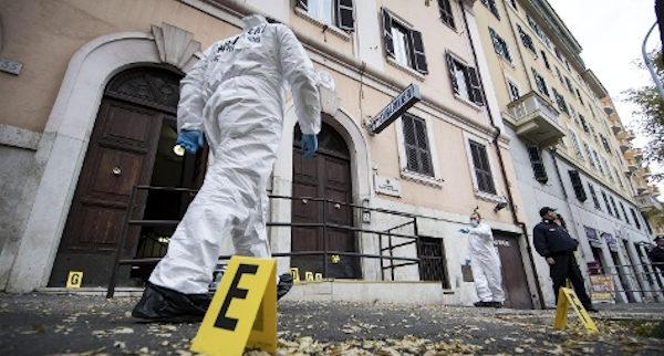 ordigno rudimentale davanti a caserma carabinieri a Roma