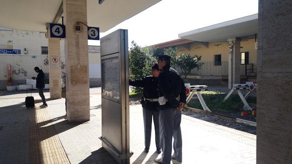 poliziotti polfer in servizio