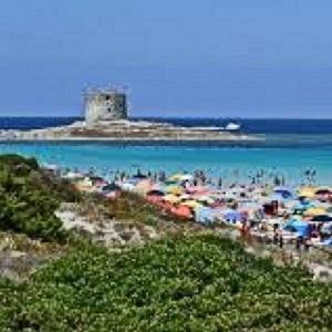 Stintino_la spiaggia della Pelosa stracolma di gente