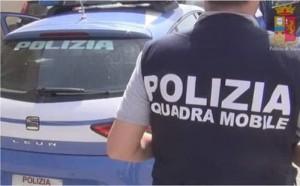 agenti della squadra Mobile della Polizia di stato