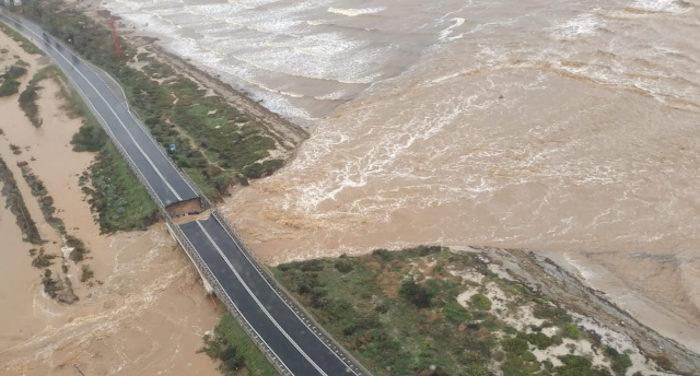 Maltempo Sardegna_ponte crollato e strada sprofondata alle porte di Cagliari