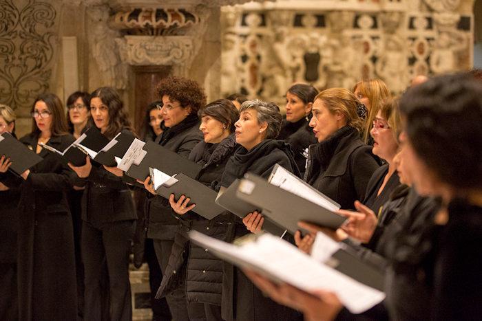 Coro femminile (foto Priamo Tolu)