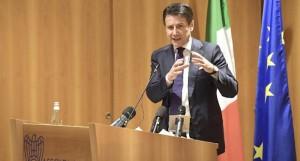 Il quasi presidente del Consiglio Conte annuncia inizio della recessione