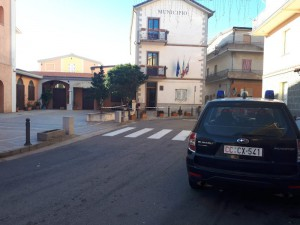 carabinieri davanti al municipio talana