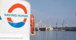 nave migranti entra in porto a Lampedusa