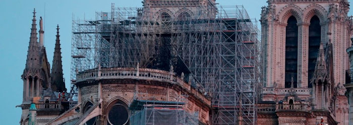 Cattedrale di Notre Dame di Parigi devastata da iincendio