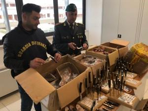 Gdf comando provinciale SS sequestra coltelli artigianali