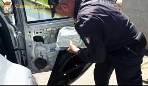 gdf Olbia arrestano calabrese per traffico di droga