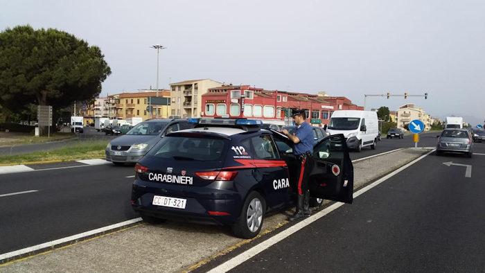 Fermata a Cagliari auto sospetta dai carabinieri_arrestati due pregiudicati per traffico di drogra.