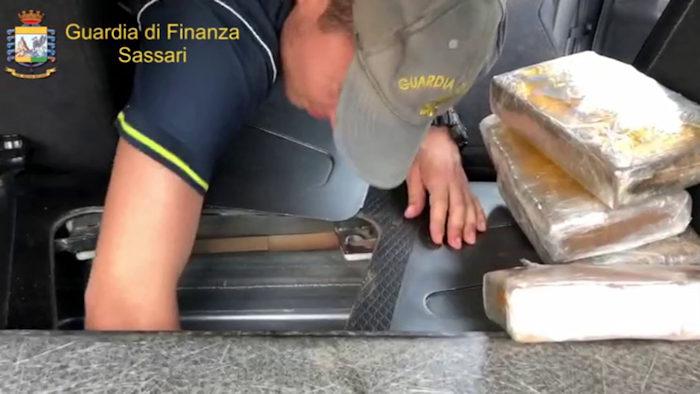 Gdf 1_trovati sette chili di cocaina