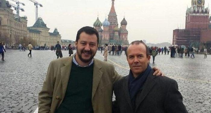 Foto di Salvini nella Piazza Rossa di Mosca con Savoini che secondo lui non conosce