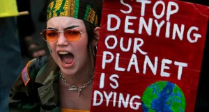 Il mondo si solleva contro Bolsonaro e il popolo brasiliano per la devastazione dell'Amazonia brasiliana