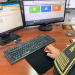 Gdf_finanziere in ufficio
