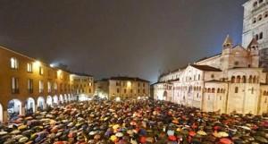 Anche a Modena una marea di Sardine guastano la festa a comunista padano