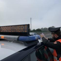 carabinieri nuoro con auto e scritta