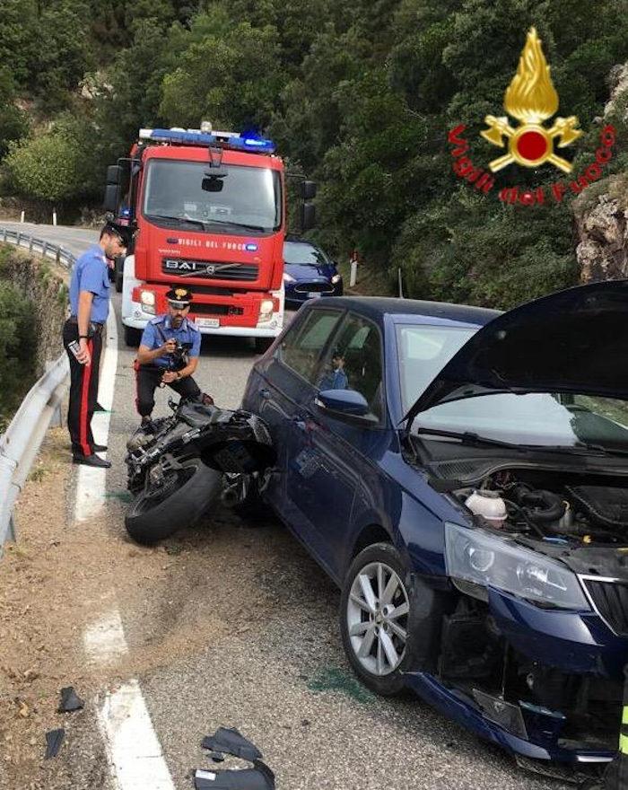 Incidente stradale_moto finisce contro auto. Grave il centauro