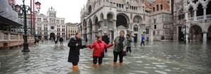 Venezia sommersa dall'acqua come non mai_danni incalcolabili. 2