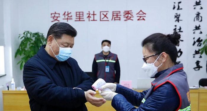 Il presidente cinese si sveglia e va nelle zone colpite dal virus